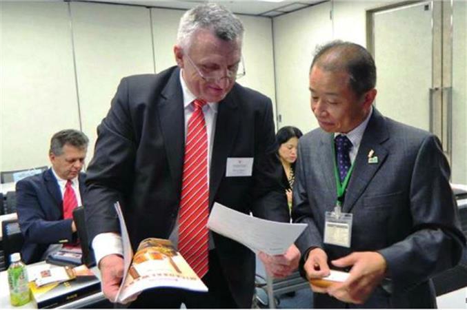 Viceprezident Bořivoj Minář při jednání s japonským partnerem města Sakai v Japonsku.