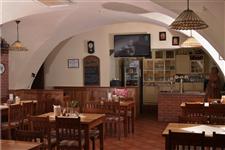 Interiér pivnice Pradědovi restaurace v hotelu Praděd v Jeseníku