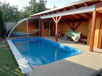 Ideální zastřešení bazénu na zeď