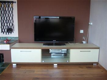 televizní stolek na zakázku