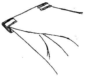 Uzavření sáčku klipovací páskou ma šířku s přehnutými konci