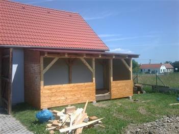 dřevník v obci Vrábče